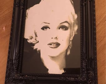 Black and white Marilyn Monroe print in a black frame 7x5""