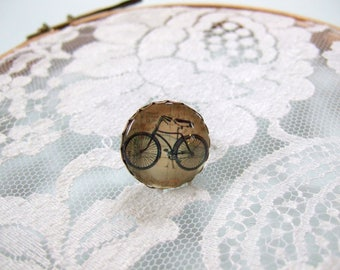 Ring cabochon round vintage bicycle