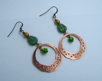 Boucles d'oreilles rustiques - primitives - cuivre - verre tchèque - bijou artisanal - pièce unique - les bijoux de francesca