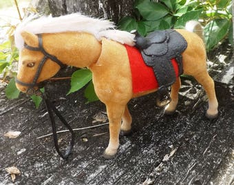 Vintage Bobblehead Flocked Palmino Horse, With Saddle And Bridle