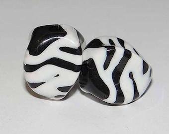 X 2 white Zebra black beads 17mm