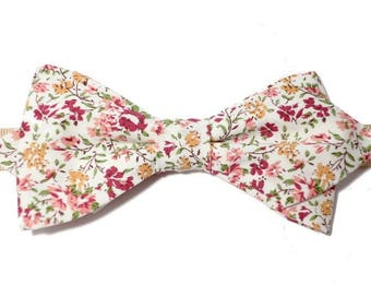Pink floral bowtie with sharp edges