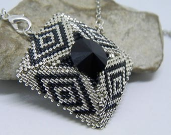 Weaving black and silver necklace