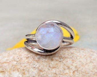 Natural Faceted Rainbow moonstone ring sterling silver tring Silver band birthstone ring Moonstone silver stacking ring Women gifts ring