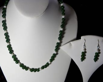 A Lovely Jade and Shell Necklace and Earrings. (2017201)