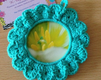 Cute little frame crocheted, green