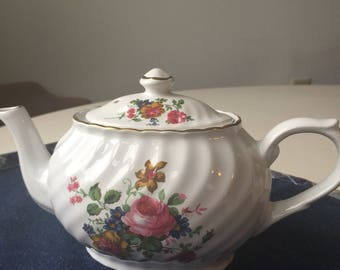 Beautiful Vintage Arthur Wood & Son Teapot. Staffordshire, Made in England.