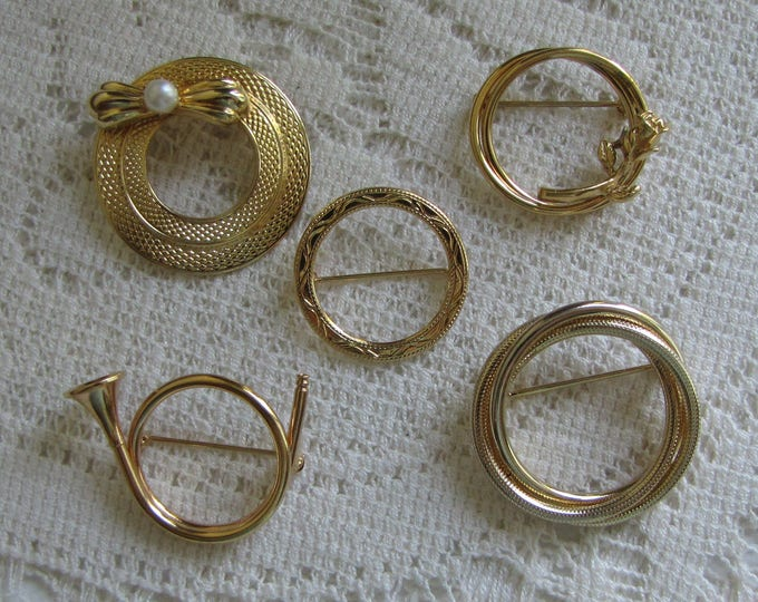 Gold Circular Brooches Lot of Five (5) Gold Toned Circle Lapel Pins Vintage Jewelry and Women's Accessories