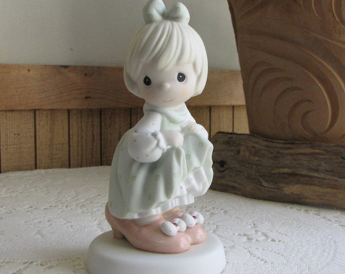 Precious Moments Who's Gonna Fill Your Shoes Figurine Heart 1996 Symbol Retired