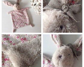 Doudou plat tête de lapin en tissu liberty et polaire à poils long beige