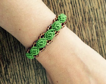 "Macrame bracelet ""Roses"" - hippie Bangle"