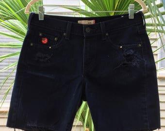 super strawberry ! size 6 vintage highwaisted distressed black denim levi shorts