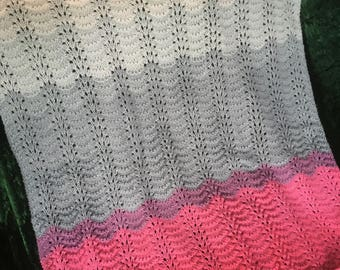 Knitted baby blanket - soft colour tones