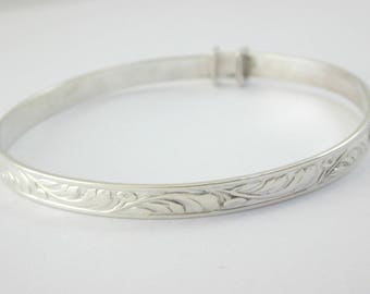 Vintage silver sweet baby bangle 5.8g .2 Christening gift