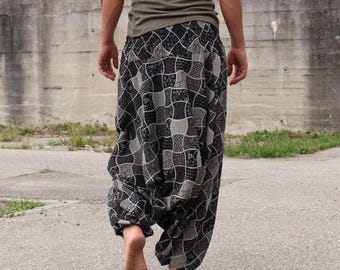 Alibaba pants black and white; cotton