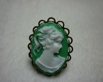 Green & white cameo ring