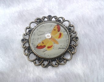 The butterfly yellow round brooch