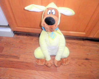Vintage 21 inch Cartoon Network scooby-doo plush animal dressed in a yellow bunny suit