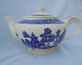 BLUE WILLOW TEAPOT Vintage Tea Pot, Blue White, Chinoiserie Big 4 Cups