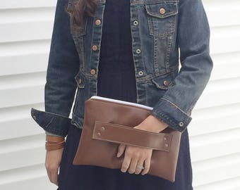 Brown Vegan Leather / Vegan Leather Clutch / Brown / Clutch Purse / Clutch / Faux Leather Clutch / Clutch with Strap / Faux Leather / Strap