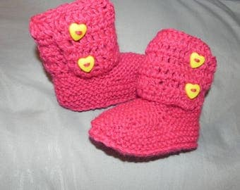 Ankle booties knitted and crochet style Hugg FUXIA closure-yellow hearts
