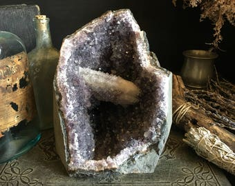 Large Amethyst Crystal Geode with Bridge Formation /  Standing Amethyst Cluster Crystal Large Amethyst Geode  / Healing Crystal Decor