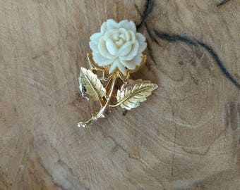 Vintage White Rose Brooch - 1970 - Creamy White  - Goldtone Jewelry  - Gift for Her