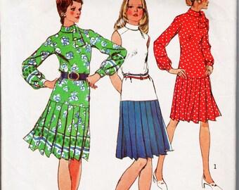 """Drop Waist Dress Pleated Dress Ascot Dress Pattern 1970s Dress Pattern SIMPLICITY 5501 bust 34"""" Border Print Dress Retro Dress High Neckline"""