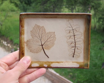 Made of stoneware with leaf imprints tidy