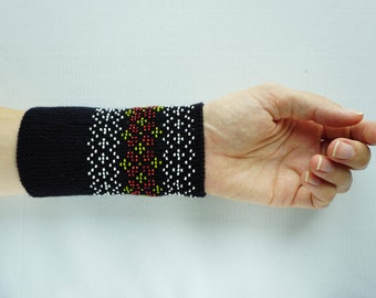 Black, white, red and green beaded wrist warmers/ knitted wristlets with beads / woollen cuffs – ready to ship