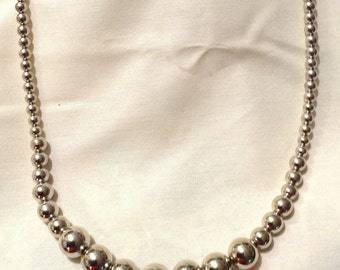 Art Deco KOREA Silver Pearls Progressive Beaded Necklace, Hollywood Glamor, Silver Plated Chain Necklace D771-5