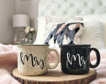 Mr and Mrs Mugs, Mr and Mrs Engagement Gift, Handlettered Design, Mr Mrs Mugs Set, Camper Style Wedding Mugs, Coffee Cups, Bridal Gift
