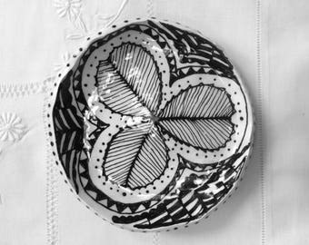 Black and White Clover Plate 6""