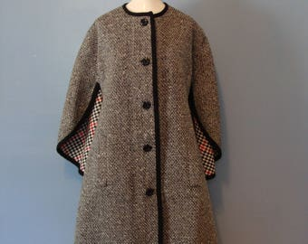 Vintage Wool Cape 60's Mod Reversible Houndstooth Boucle 1960's Coat Dress Chic Classic Glamorous Fall Fashion Fabulous Black White Red Fun