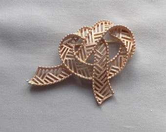 Vintage CROWN TRIFARI Knotted Bow/Ribbon Gold Plated Pin/Brooch