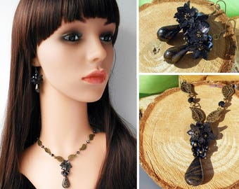 Black Gold Necklace Sparkling flowers polymer clay Black cluster necklace Everyday jewelry Black necklace Shining jewelry Leaves necklace