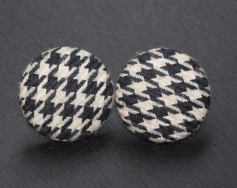 Houndstooth Earrings / Earrings Button / Earrings fabric / Earrings 1980 / Earrings black and white/ Wool Earrings/ Vintage Earrings