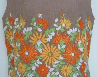 Vintage 1960s 1970s Sleeveless Shift Dress by Robert Dorland. Outdoor Summer Dress. Goodwood. Flowers Embroidered Waist. Size 10-12, S/M