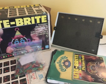 Vintage 1981 Lite Brite Comes with Original Box, Cabbage Patch patter and  310 Pegs WORKS!!!