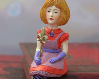 Miniature Alice /Alice's Adventures in Wonderland / the adventures of Alice in Wonderland/Lewis Carroll / Art doll/Alice doll/Sculpture