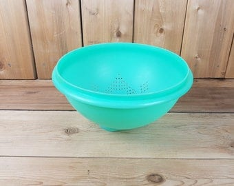 Vintage Tupperware Colander Jade Jadeite Green Strainer Pasta Kitchen Tool Made in Canada Mod Retro Kitchen Home Decor Vegetable Cook