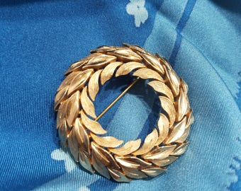 Graceful & Classic Gold Tone Circle Brooch by Crown Trifari