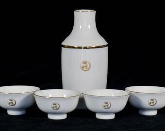 Elegant Gilded 5 Piece Japanese Saki Set