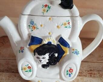 Cute feline Wade teapot