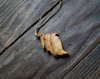Kementari - Pendant handcrafted olive wood