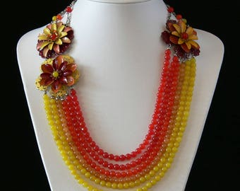 Necklace made of semi-precious stones with enameled flowers