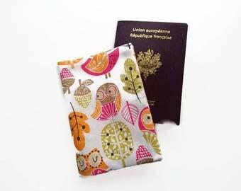 Housse de Passeport // Etui de voyage // avec des chouettes // Automne / Voyage / Accessoire de sac et de voyage