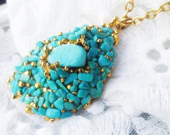 Vintage Turquoise Blue Stone Pendant Necklace - 1970s - Excellent Condition -  Special Occasion - Bridal Shower - Wedding