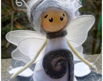 Magical creation / fairy Fleurette gray and white sitting on a log / customizable / felt / wool / wood