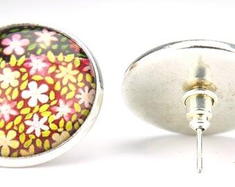 (Flower stud) earrings